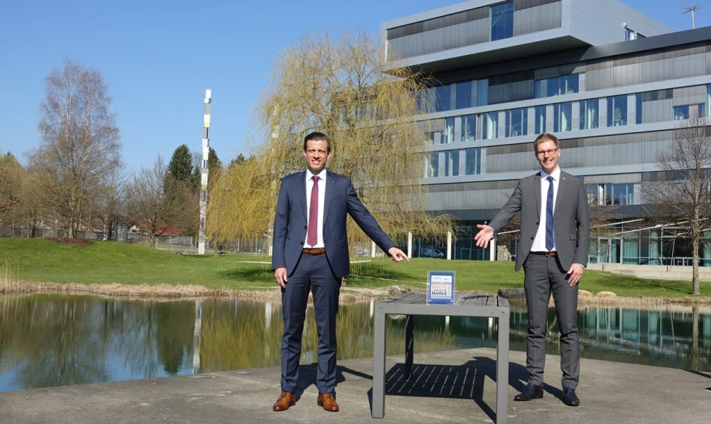 De izquierda a derecha: Alexander Tonn, director general de logística europea de Alemania y director corporativo de logística de contratos corporativos en Dachser y Thomas Klare, jefe de departamento de consultoría de logística de contratos en Dachser